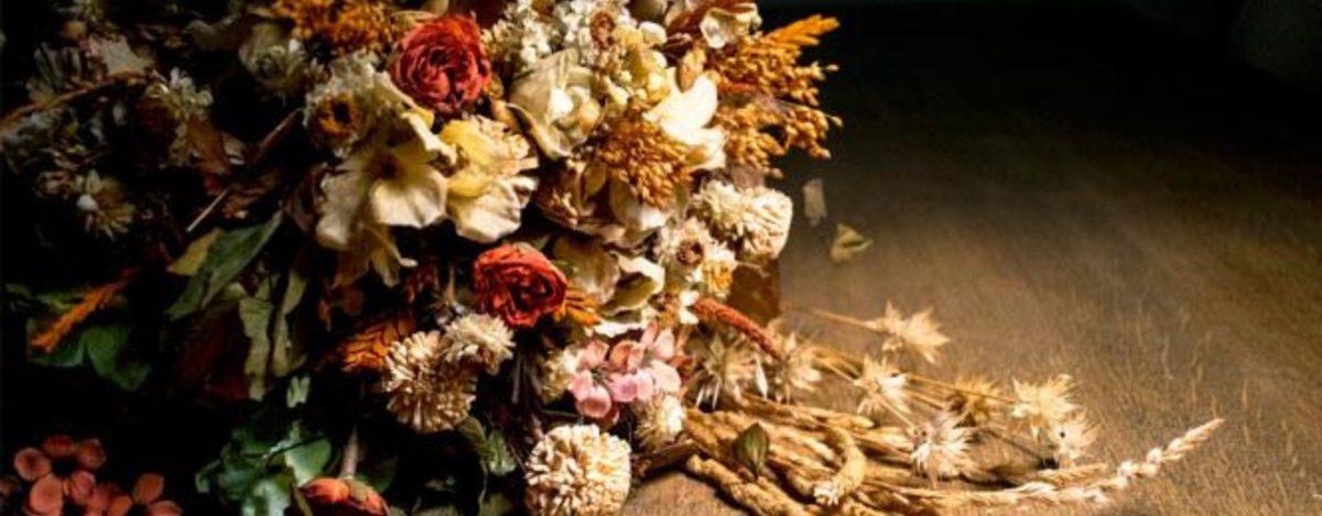 ¿Cómo se seca un ramo de flores?